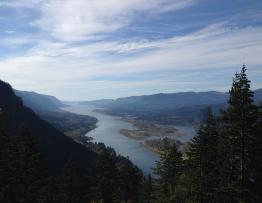 Photo of the Columbia River Gorge by Ben Swetland